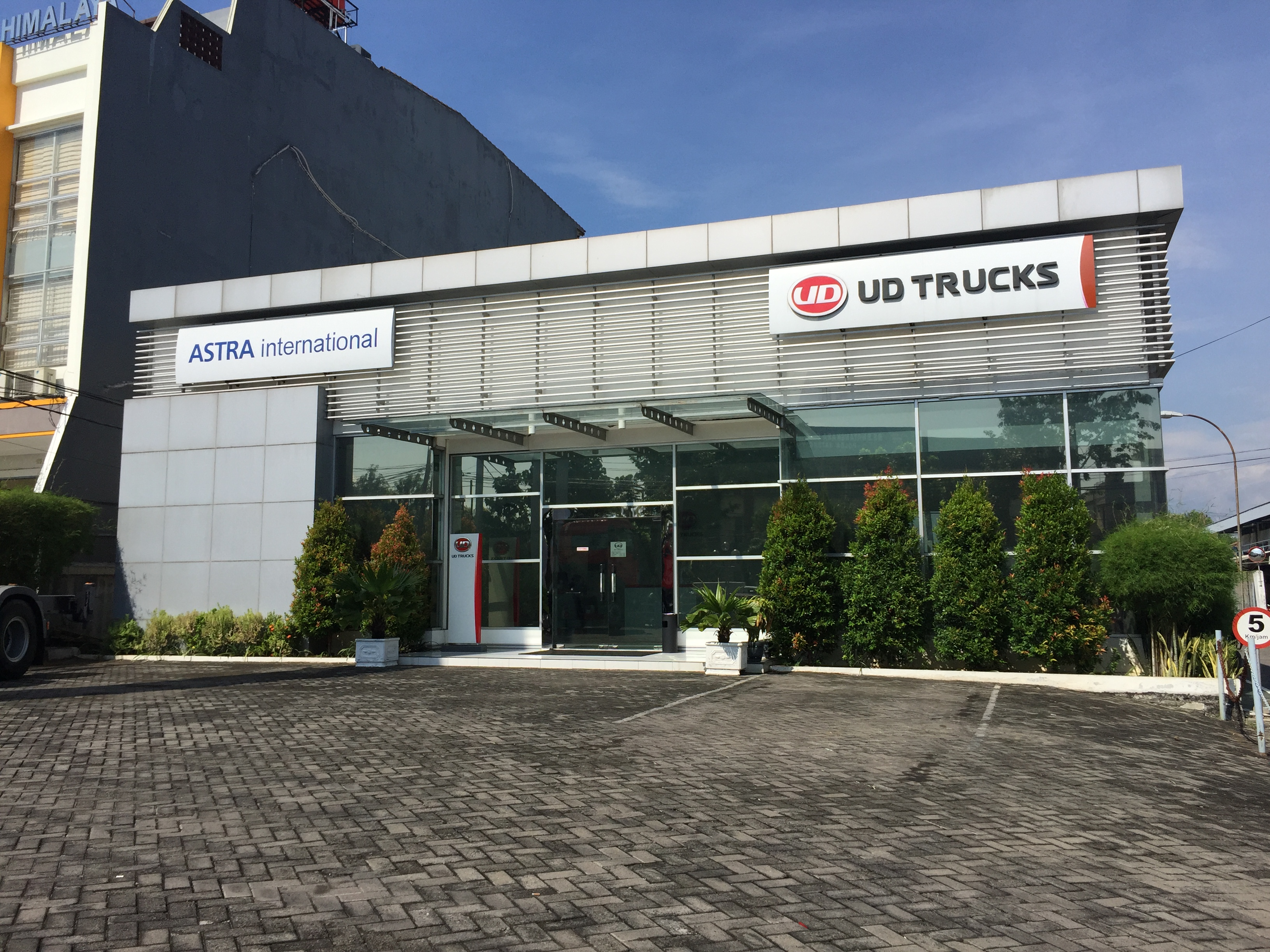 PT AI - UD TRUCKS SALES OPERATION Cabang Semarang