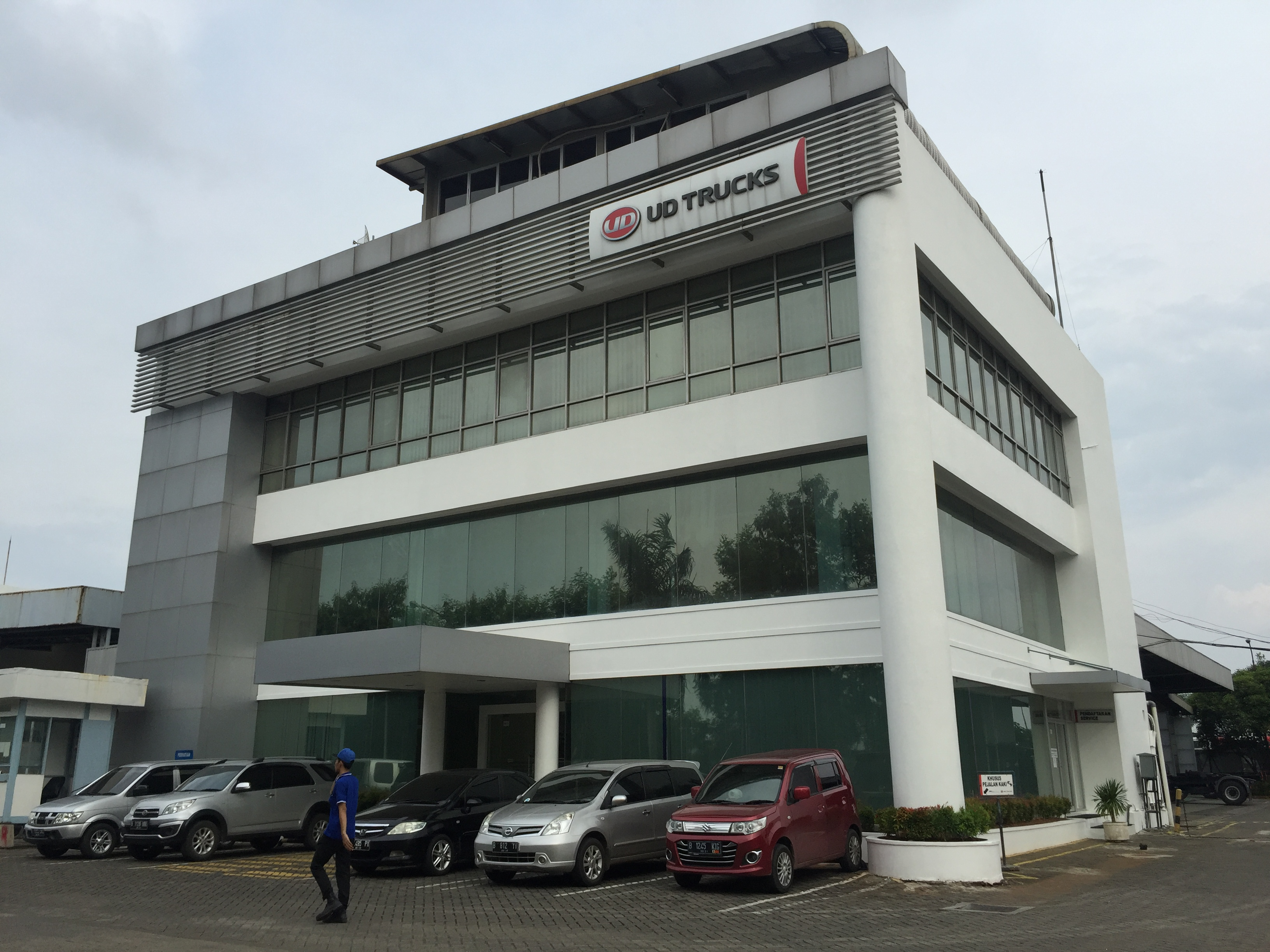 PT AI - UD TRUCKS SALES OPERATION Cabang Sunter